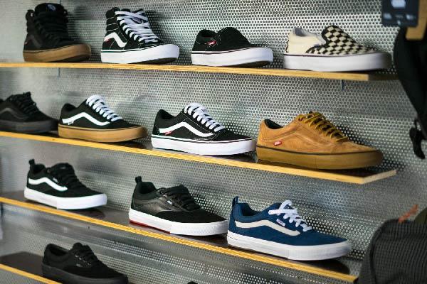Kailua Skateshop Lübeck Carhartt, Vans, Clepto